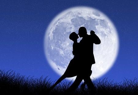 A Lua Cheia tem um poderoso efeito nos nossos relacionamentos amorosos