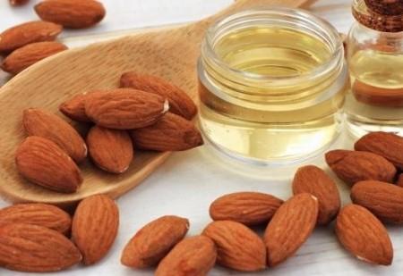 Conheça os benefícios do óleo de amêndoas doces para a pele e o cabelo