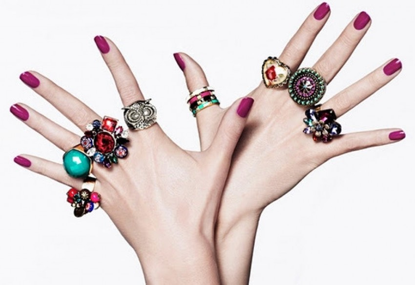 Conheça o significado de usar anéis em cada dedo!